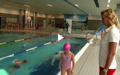 Schwimmen will gelernt sein: Franziska van Almsick startet Stifterprojekt
